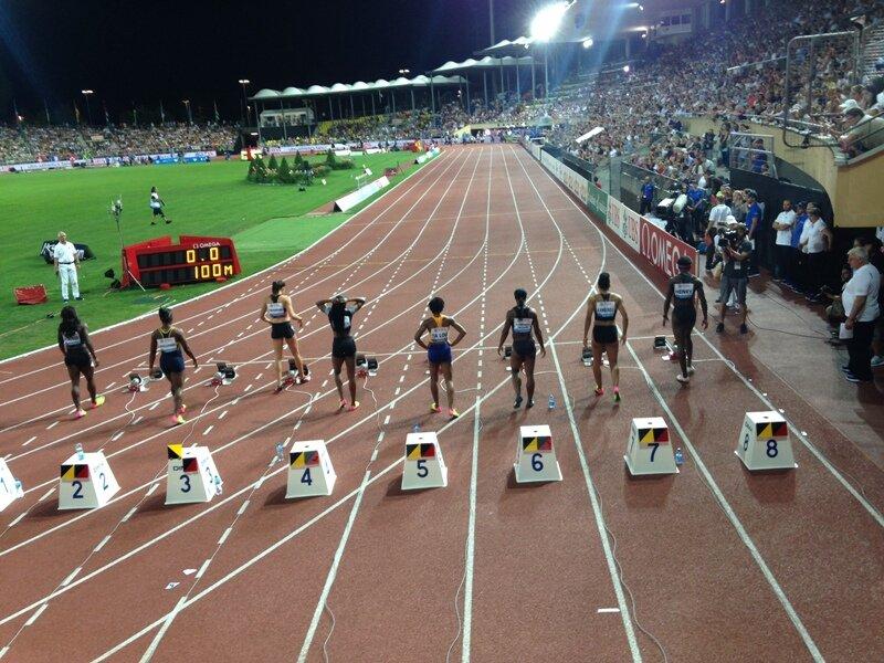 Przed startem biegu na 100m kobiet - na 4. torze mistrzyni olimpijska Elaine Thompson